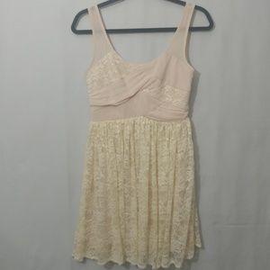 Cream Alythea Size Small Sleeveless Dress
